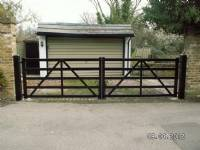 Five-bar 'wooden-style' steel gates - project portfolio 1